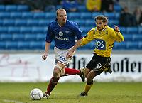 Fotball. Eliteserien Vålerenga - Start. Erik Hagen, VIF og Kimmo Tauriainen, Start. <br /> <br /> Foto: Andreas Fadum, Digitalsport