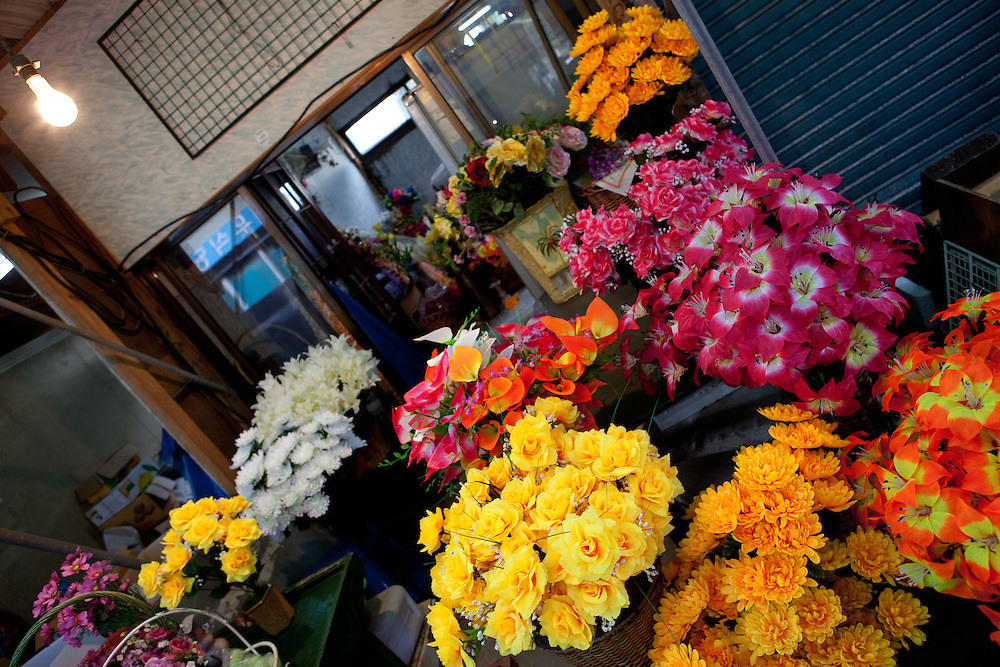 Flowers at the market in Gongju, this Korean city was the second capital of the Baekje kingdom from AD 475 for 70 years, South Korea, Republic of Korea, KOR, 31 October 2009