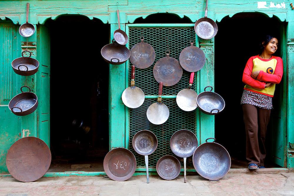 Tout pour la cuisine, Patan, N&eacute;pal 2009.<br /> <br /> La ville de Patan, situ&eacute; &agrave; six kilom&egrave;tres du centre de Katmandou est une ancienne cit&eacute;e royale. On trouve dans ses rues toutes sortes d'&eacute;choppes, comme cette ferronnerie.