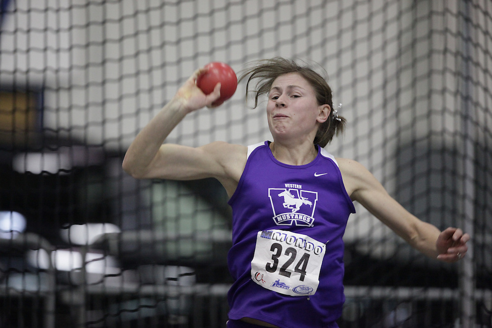 Windsor, Ontario ---12/03/09--- Jen Cotten of  the University of Western Ontario competes in the women's pentathlon shot put at the CIS track and field championships in Windsor, Ontario, March 12, 2009..GEOFF ROBINS Mundo Sport Images