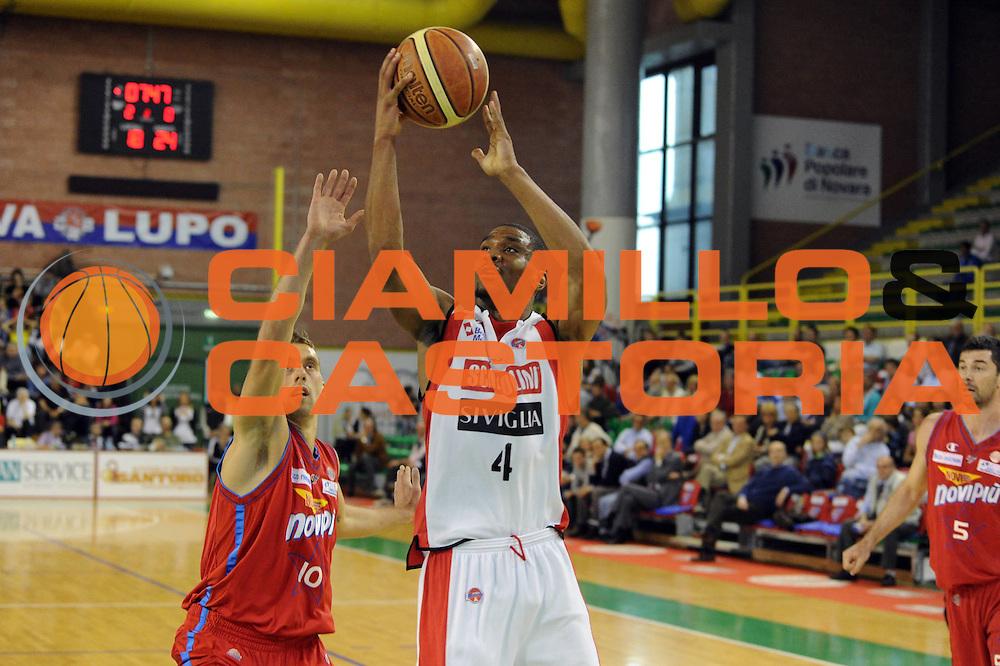 DESCRIZIONE : Casale Monferrato Lega A 2011-12 Novipiu Casale Monferrato Scavolini SIviglia Pesaro<br /> GIOCATORE : James White<br /> CATEGORIA : tiro<br /> SQUADRA : Scavolini SIviglia Pesaro<br /> EVENTO : Campionato Lega A 2011-2012<br /> GARA : Novipiu Casale Monferrato Scavolini Siviglia Pesaro<br /> DATA : 06/05/2012<br /> SPORT : Pallacanestro<br /> AUTORE : Agenzia Ciamillo-Castoria/GiulioCiamillo<br /> Galleria : Lega Basket A 2011-2012<br /> Fotonotizia : Casale Monferrato Lega A 2011-12 Novipiu Casale Monferrato Scavolini Siviglia Pesaro<br /> Predefinita :