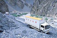 Pakistan. Northen Territory.  Karakoram Highway (KKH). Khunjerab pass road to China. // Pakistan.  Territoires du nord. Route du Karakoram (KKH). Col de Khunjerab vers la Chine.