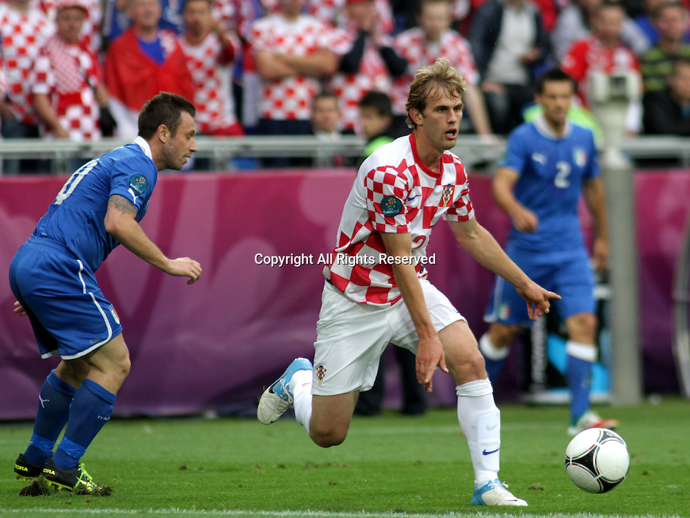 14.06.2012. Poznan, Poland.  EURO 2012, FOOTBALL EUROPEAN CHAMPIONSHIP, Italy versus Croatia.  IVAN STRINIC (CRO)drives forward The game ended in a 1-1- draw.