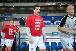 CARDIFF, WALES - Friday, October 8, 2010: Wales' Gareth Bale wearing a 'Show Racism the Red Card' t-shirt before the UEFA Euro 2012 Qualifying Group G match against Bulgaria at the Cardiff City Stadium. (Pic by David Rawcliffe/Propaganda)