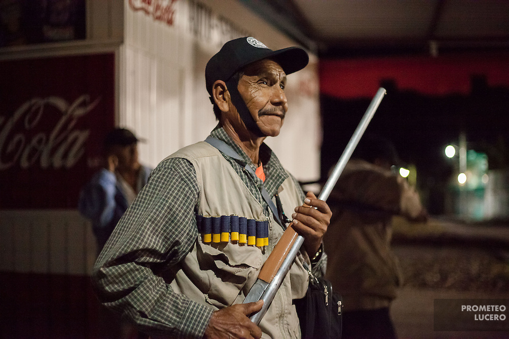 A member of the Citizen Council (inspired in the Community Police) prepares to patrol the streets of Huamuxtitl·n.  Huamuxtitl·n communities, conformed more from mestizo people, started their own community police group in 2011, after living kidnappings in the town in complicity with local authorities, including ministerial police and mayoress. / Un miembro del Consejo Ciudadano (inspirado en la PolicÌa Comunitaria) se prepara para patrullar en las calles de Huamuxtitl·n.  Las comunidades de  Huamuxtitl·n comenzaron su propio grupo de justicia en 2011, llamado Consejo Ciudadano e inspirado en la PolicÌa Comunitaria, despuÈs de sufrir secuestros en complicidad con autoridades locales que incluÌan a la policÌa ministerial y la alcaldesa.   (Photo: Prometeo Lucero)