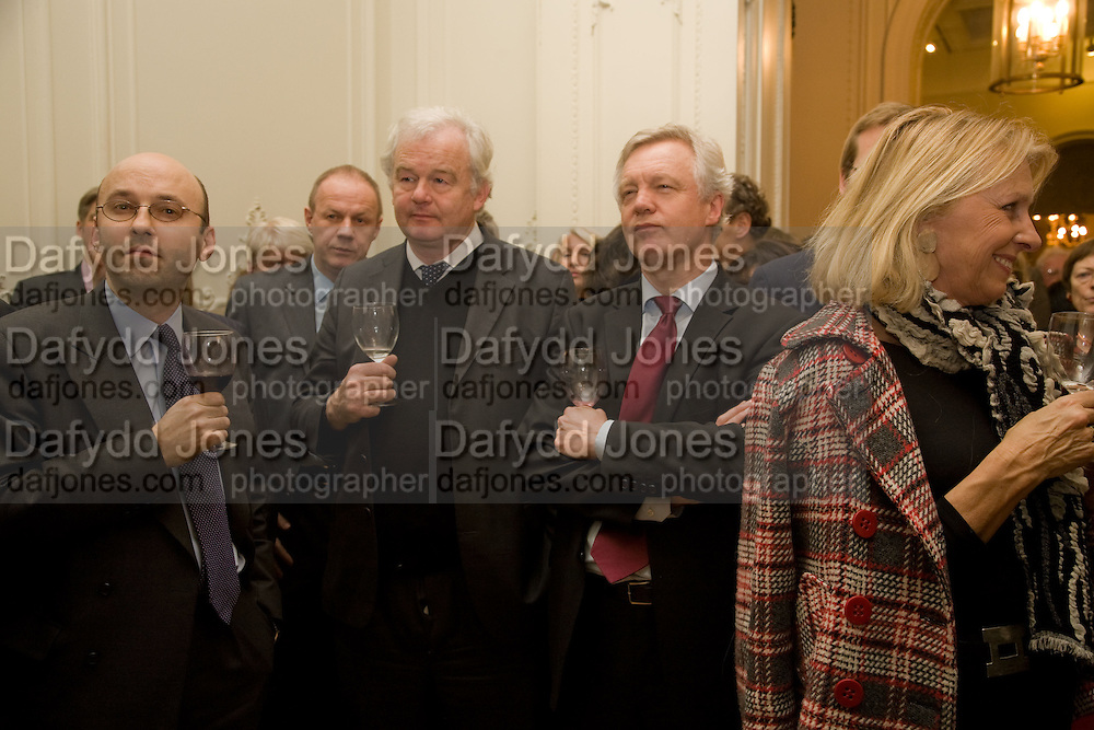 SIMON CARR; DAVID DAVIS,, Vanity Fair, Baroness Helena Kennedy QC and Henry Porter launch ' The Convention on Modern Liberty'. The Foreign Press Association. Carlton House Terrace. London. 15 January 2009 *** Local Caption *** -DO NOT ARCHIVE-© Copyright Photograph by Dafydd Jones. 248 Clapham Rd. London SW9 0PZ. Tel 0207 820 0771. www.dafjones.com.<br /> SIMON CARR; DAVID DAVIS,, Vanity Fair, Baroness Helena Kennedy QC and Henry Porter launch ' The Convention on Modern Liberty'. The Foreign Press Association. Carlton House Terrace. London. 15 January 2009