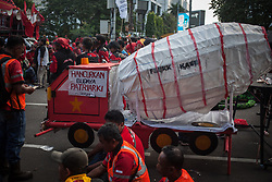 May 1, 2019 - Jakarta, Jakarta, Indonesia - Laborers listen to speeches during a longmarch towards Presidential Palace to express their aspiration to government during May Day commemoration in Jakarta on May 1, 2019.  Thousands of Indonesian workers are urging the government to raise minimum wages and improve working conditions. (Credit Image: © Afriadi Hikmal/ZUMA Wire)