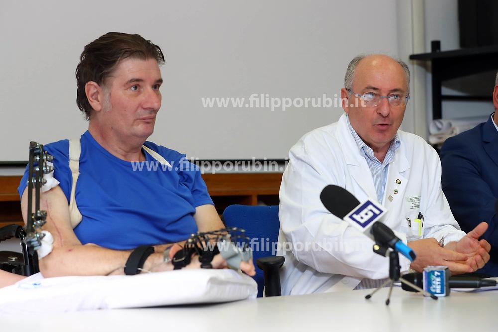 MARCO RAVAGLIA COL DOTTOR NINO BASAGLIA<br /> CONFERENZA STAMPA MARCO RAVAGLIA