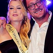 NLD/Zaandam/20100503 - Bekendmaking Playmate of the Year 2009, winnares Chantal Hanse met hoofdredacteur Jan Heemskerk