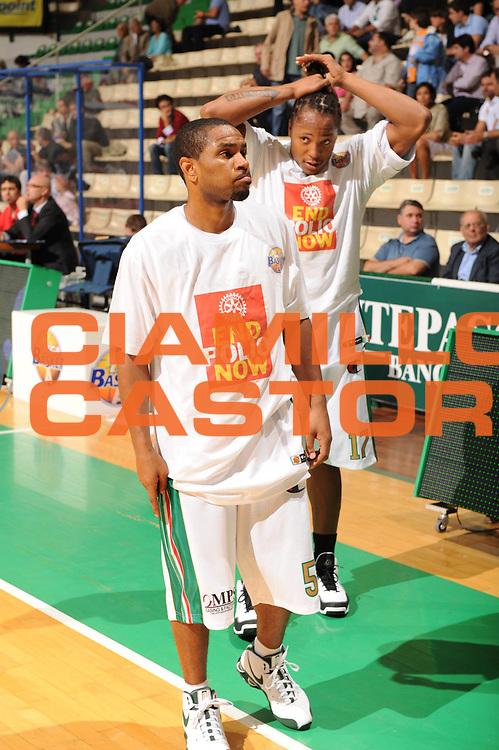 DESCRIZIONE : Siena Lega A 2009-10 Supercoppa Sisal Matchpoint Montepaschi Siena Virtus Bologna<br /> GIOCATORE : Maglietta End Polio Now<br /> SQUADRA : Montepaschi Siena<br /> EVENTO : Campionato Lega A 2009-2010<br /> GARA : Montepaschi Siena Virtus Bologna<br /> DATA : 04/10/2009<br /> CATEGORIA : <br /> SPORT : Pallacanestro<br /> AUTORE : Agenzia Ciamillo-Castoria/M.Marchi