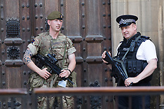 2017_05_27_Armed_soldiers_westminster_VFL