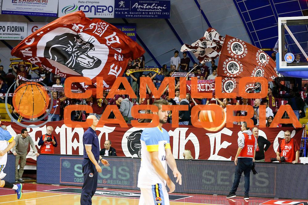 DESCRIZIONE : Venezia Lega A 2015-16 Umana Reyer Venezia - Vanoli Cremona<br /> GIOCATORE : Tifosi Umana Reyer Venezia<br /> CATEGORIA : Tifosi<br /> SQUADRA : Umana Reyer Venezia - Vanoli Cremona<br /> EVENTO : Campionato Lega A 2015-2016<br /> GARA : Umana Reyer Venezia - Vanoli Cremona<br /> DATA : 25/10/2015<br /> SPORT : Pallacanestro <br /> AUTORE : Agenzia Ciamillo-Castoria/G. Contessa<br /> Galleria : Lega Basket A 2015-2016 <br /> Fotonotizia : Venezia Lega A 2015-16 Umana Reyer Venezia - Vanoli Cremona