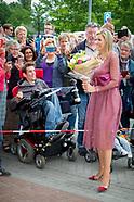 Koningin Maxima geeft op dinsdagochtend 13 juni in het Drentse Nieuw-Buinen het startsein voor de 12