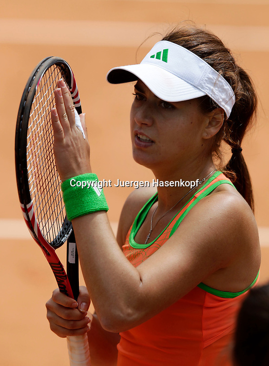 French Open 2011, Roland Garros,Paris,ITF Grand Slam Tennis Tournament .Sorana Cirstea (ROU) applaudiert und bedankt sich beim Publikum nach ihrem Sieg,Freude,Emotion,Portrait,