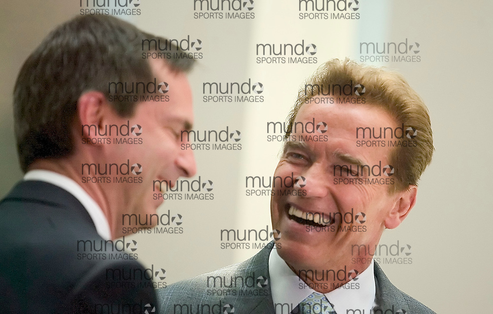 Toronto, Ontario ---30/05/07--- Governor of California Arnold Schwarzenegger shares a laugh with Ontario Premier Dalton McGuinty during an announcement of collaboration with the government of Ontario on Stem cell research at MaRS Discovery District in Toronto May 30, 2007..GEOFF ROBINS AFP