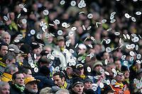 Fussball  1. Bundesliga  Saison 2008/2009   31.01.2009   Bayer Leverkusen - Borussia Dortmund Zu Spielbeginn werfen Fans zur Freude Bierdeckel in die Luft