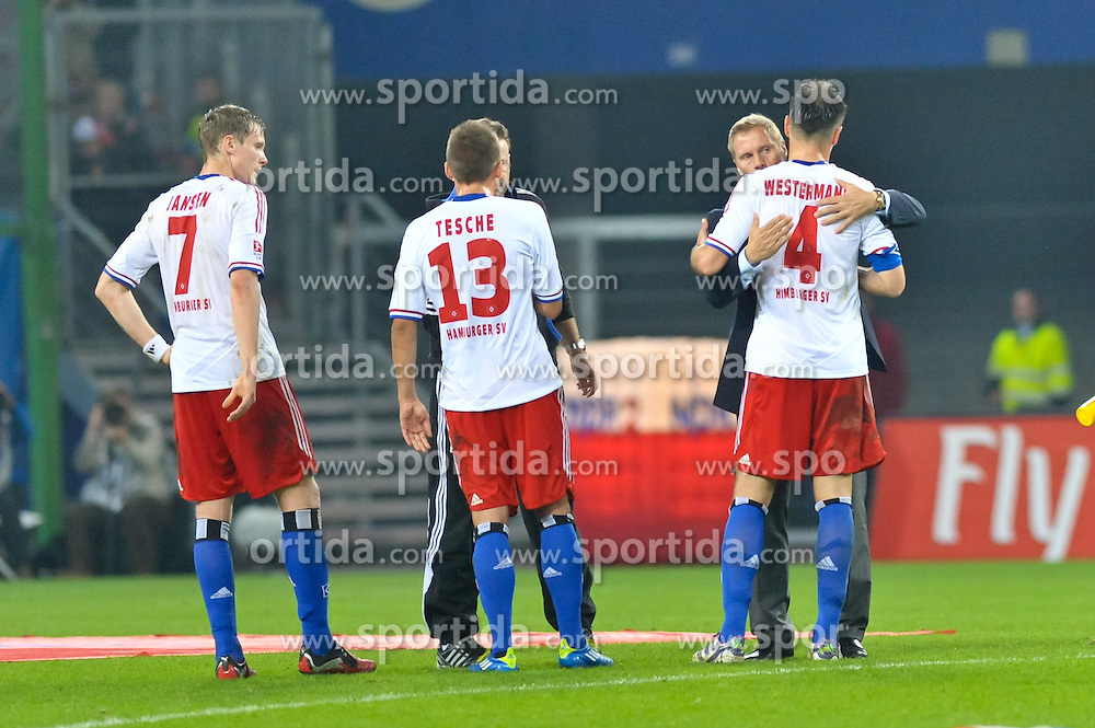 30.10.2011,  Imtech Arena, Hamburg, GER, 1. FBL, Hamburger SV (GER) vs 1.FC Kaiserslautern, im Bild Trainer Thorsten Fink (Hamburg) umarmt nach dem Spiel die Spieler// during the match at ImtechArena 2011/10/30. EXPA Pictures © 2011, PhotoCredit: EXPA/ nph/ Anja Witke +++++ ATTENTION - OUT OF GERMANY/(GER), CROATIA/(CRO) +++++