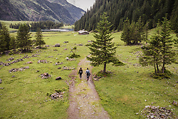 THEMENBILD - zwei Wanderer am Hintersee, aufgenommen am 23. Juni 2019 in Mittersill, Österreich // two hikers at the Hintersee, Mittersill, Austria on 2019/06/23. EXPA Pictures © 2019, PhotoCredit: EXPA/ JFK