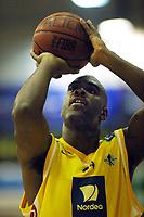 Basketball,  BLNO 10. oktober 2001. Asker Aliens - Bærums Verk Defenders, Askerhallen. Cory Jenkins, Asker.