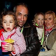 NLD/Harderwijk/20100320 - Opening nieuwe Dolfinarium seizoen met nieuwe show, Dominique van Vliet met partner Pim Vosmear en kinderen