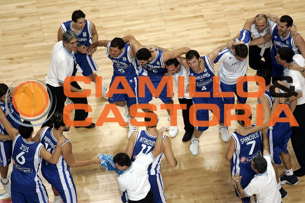 DESCRIZIONE : Madrid Spagna Spain Eurobasket Men 2007 Quarter Final Quarti di Finale Grecia Greece Slovenia Slovenia <br /> GIOCATORE : Team Grecia Greece<br /> SQUADRA : Grecia Greece <br /> EVENTO : Eurobasket Men 2007 Campionati Europei Uomini 2007 <br /> GARA : Grecia Greece Slovenia Slovenia <br /> DATA : 14/09/2007 <br /> CATEGORIA : Esultanza<br /> SPORT : Pallacanestro <br /> AUTORE : Ciamillo&amp;Castoria/H.Bellenger <br /> Galleria : Eurobasket Men 2007 <br /> Fotonotizia : Madrid Spagna Spain Eurobasket Men 2007 Quarter Final Quarti di Finale Grecia Greece Slovenia Slovenia <br /> Predefinita :