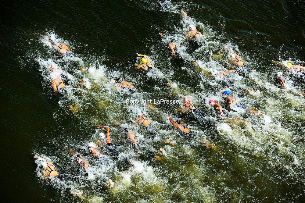 Foto Fabio Ferrari - LaPresse<br /> 28/07/2015 Kazan ( Russia ) <br /> Sport <br /> 16 Campionati del mondo FINA 2015 - Open Water - 10km Donne.<br /> nella foto: Durante la gara<br /> <br /> Photo Fabio Ferrari - LaPresse<br /> 28 July 2015 Kazan ( Russian ) <br /> Sport<br /> 16th FINA World Championship 2015 - Open Water - 10km Women.<br /> in the picture:During the race