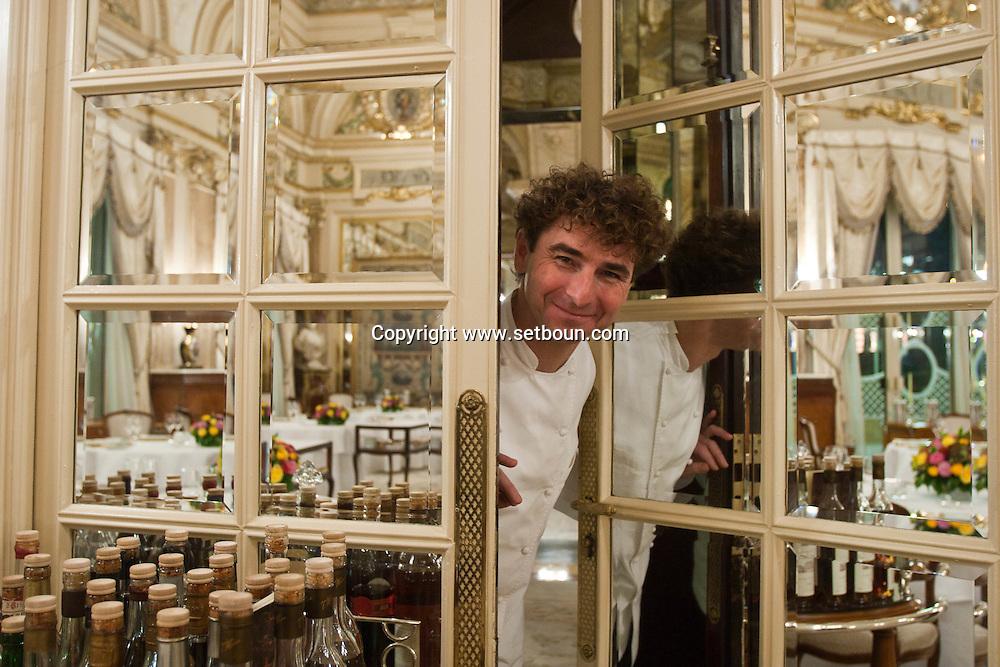 = The chef de cuisine. Frank Ceruti in the kitchen of the Louis XV  restaurant of Alain Ducasse   Monaco  Monaco   /// Frank Ceruti chef cuisinier, dans les cuisines du  restaurant le Louis XV de Alain DUCASSE  Monaco  Monaco Hotel de paris SBM /// L0055501