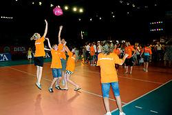 10-05-2008 VOLLEYBAL: DELA MEIDENDAG: APELDOORN<br /> Zo n 1500 meisjes woonden de teampresentatie van het Nederlands vrouwenvolleybalteam bij. De DELA meidendag werd weer een groot succes <br /> ©2008-WWW.FOTOHOOGENDOORN.NL
