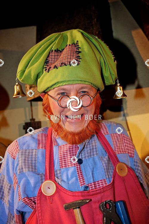 UTRECHT - In het Beatrix Theater is de premiere van de Plop Show de Fopkampioen door Kabouter Plop.  Met op de foto Aime Anthoni als Kabouter Klus. FOTO LEVIN DEN BOER - PERSFOTO.NU