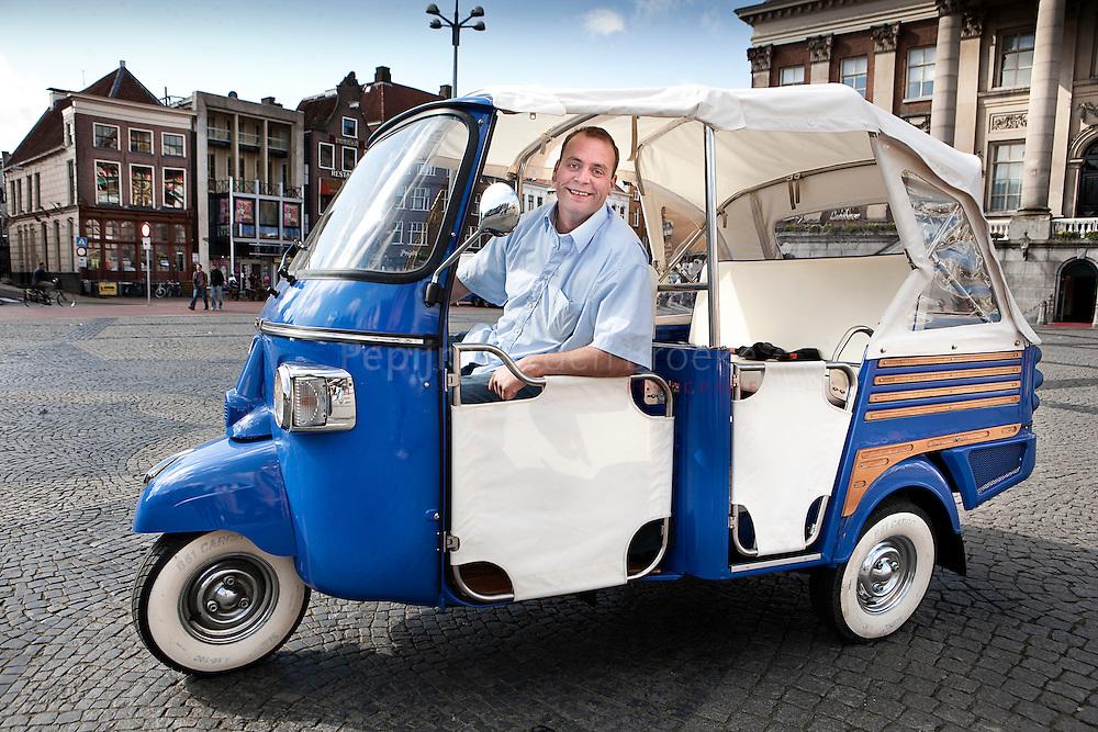 grote markt groningen 22/4/2009. TukTukTaxi gaat in Groningen rijden. foto: Pepijn van den Broeke