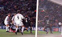 Jonathan Woodgate (covered by Viduka) shoots against the post. Leeds United v Real Madrid. European Champions League. Group D. Elland Road, 22/11/2000. Credit Colorsport / Andrew Cowie.