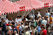 Nederland, Nijmegen, 16-7-2007..Vandaag konden wandelaars, deelnemers aan de 4daagse zich nog inschrijven op de Wedren...Foto: Flip Franssen