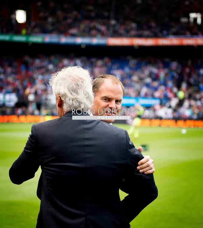 ROTTERDAM - Fred Rutten feliciteerd Frank de Boer ,Feyenoord ajax in de Kuip , Feyenoord verloor de wedstrijd met 0-1  in actie  COPYRIGHT ROBIN UTRECHT