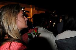 05.12.2013, Johannesburg, ZAF, Nelson Mandela, der Gigant des Humanismus ist im Alter von 95 Jahren in seinem Haus an den Folgen einer Lungenentzuendung gestorben, im Bild People gather outside the residence of former South African President Nelson Mandela, Johannesburg // Nelson Mandela a giant of humanism died in his house in Johannesburg, South Africa on 2013/12/05. EXPA Pictures © 2013, PhotoCredit: EXPA/ Photoshot/ Zhang Chuanshi<br /> <br /> *****ATTENTION - for AUT, SLO, CRO, SRB, BIH, MAZ only*****