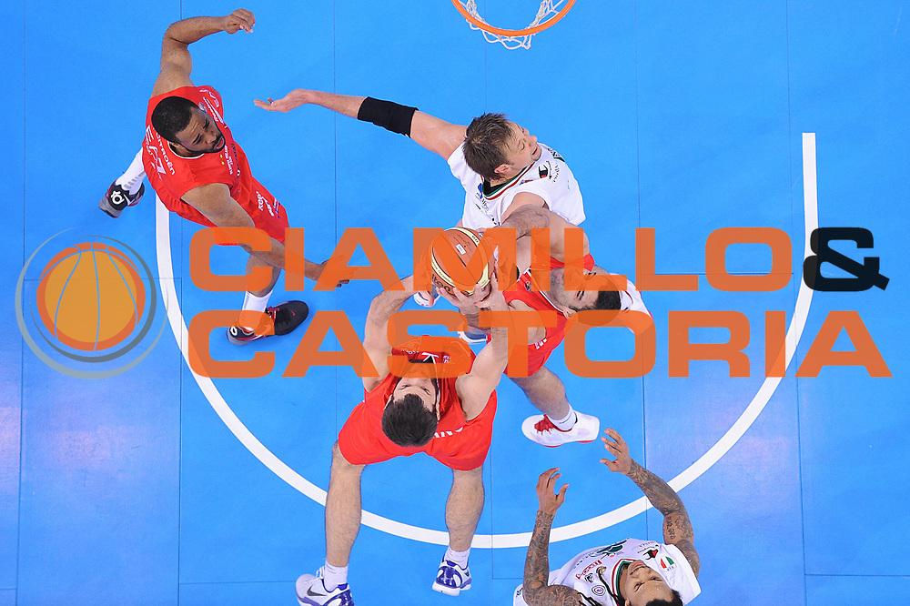 DESCRIZIONE : Torino Coppa Italia Final Eight 2012 Semifinale Montepaschi Siena EA7 Emporio Armani Milano<br /> GIOCATORE : Antonis Fotsis Ioannis Bourousis David Andersen<br /> CATEGORIA : special rimbalzo difesa equilibrio<br /> SQUADRA : Montepaschi Siena EA7 Emporio Armani Milano<br /> EVENTO : Suisse Gas Basket Coppa Italia Final Eight 2012<br /> GARA : Montepaschi Siena EA7 Emporio Armani Milano<br /> DATA : 18/02/2012<br /> SPORT : Pallacanestro<br /> AUTORE : Agenzia Ciamillo-Castoria/C.De Massis<br /> Galleria : Final Eight Coppa Italia 2012<br /> Fotonotizia : Torino Coppa Italia Final Eight 2012 Semifinale Montepaschi Siena EA7 Emporio Armani Milano<br /> Predefinita :