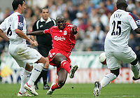 Photo: Paul Thomas.<br /> Bolton Wanderers v Liverpool. The Barclays Premiership. 30/09/2006.<br /> <br /> Momo Sissoko of Liverpool shoots for goal.