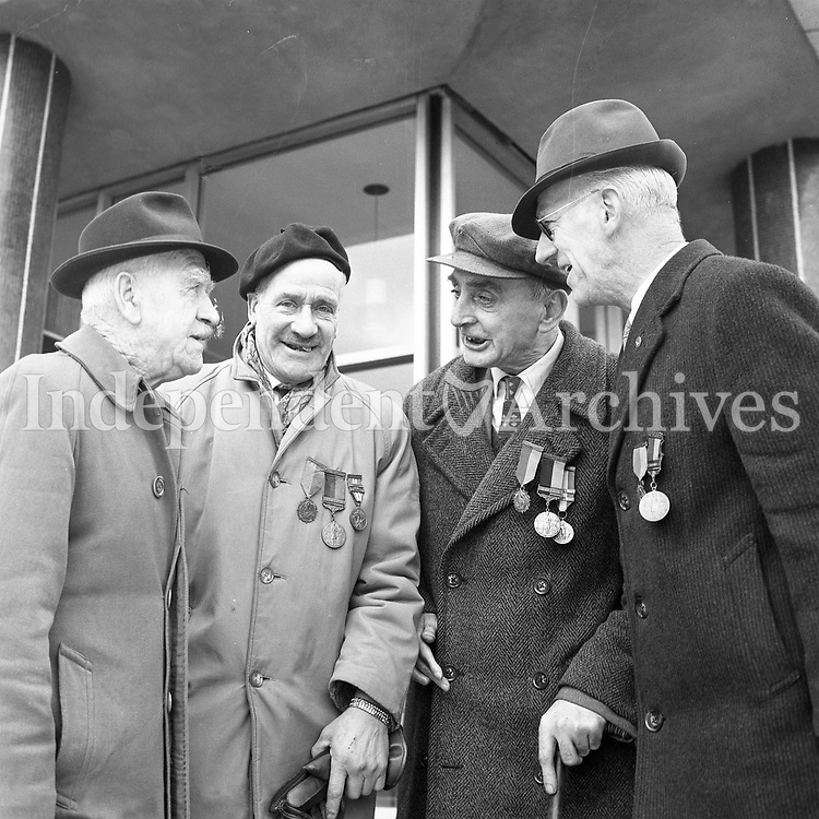 R4373<br />