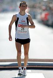 15-04-2007 ATLETIEK: FORTIS MARATHON: ROTTERDAM<br /> In Rotterdam werd zondag de 27e editie van de Marathon gehouden. De marathon werd rond de klok van 2 stilgelegd wegens de hitte en het grote aantal uitvallers / Hugo van den Broek<br /> ©2007-WWW.FOTOHOOGENDOORN.NL