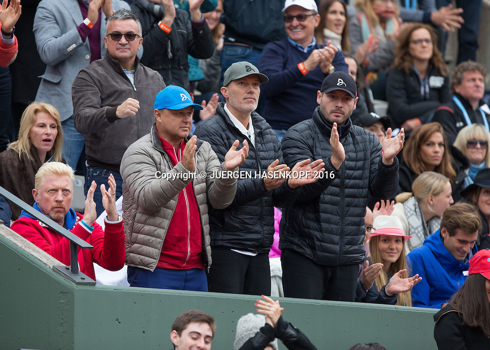 Novak Djokovic Team in der Spielerloge,L-R.  Trainer Boris Becker, Marian Vajda, (dahinter steht Vater Djokovic) Fitness Coach Gebhard Gritsch, Physiotherapeut Milan Adamovic,Ehefrau Jelena Djokovic und Bruder Marko Djokovic,<br /> Tennis - French Open 2016 - Grand Slam ITF / ATP / WTA -  Roland Garros - Paris -  - France  - 3 June 2016.