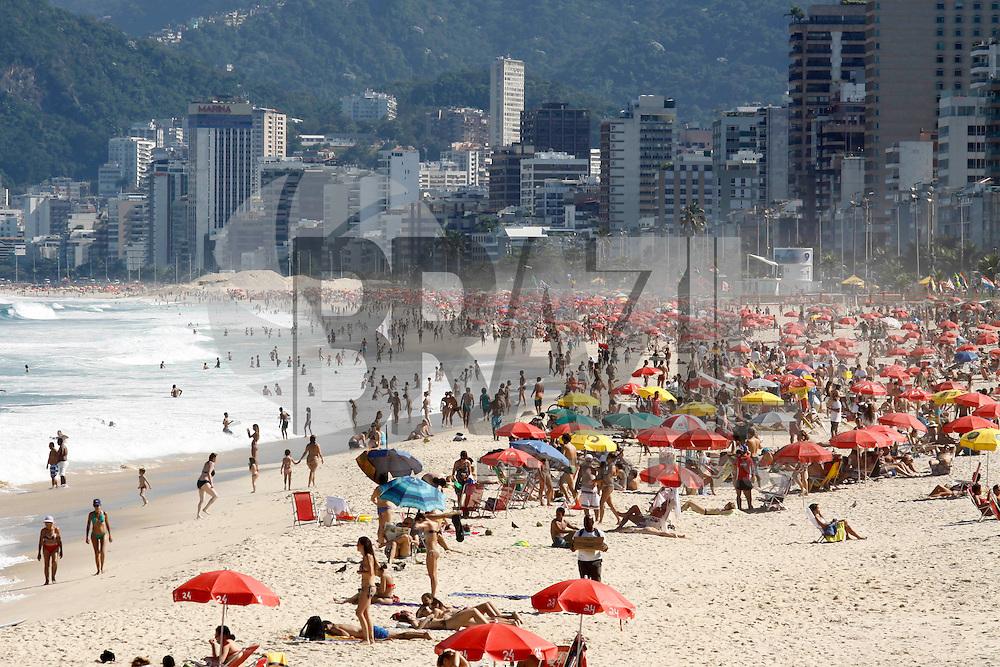 Rio de Janeiro, 5 de julho de 2012- Movimenta&ccedil;&atilde;o na praia do Arpoador-RJ, no in&iacute;cio da tarde dessa  quinta-feira(5),zona sul da capital fluminense.<br /> Guto Maia Brazil Photo Press
