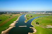 Nederland, Gelderland, Gemeente Arnhem, 30-09-2015; IJsselkop, splitsing van het Pannerdensch Kanaal (uitloper van de Rijn) in Neder-Rijn en IJssel. Schip is bezig van IJssel naar Nederrijn te keren. Rechts de uiterwaarden van de Hondsbroeksche Pleij bij Westervoort.<br /> Division of river Rhine in Lower Rhine and IJssel.<br /> <br /> luchtfoto (toeslag op standard tarieven);<br /> aerial photo (additional fee required);<br /> copyright foto/photo Siebe Swart