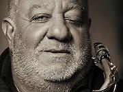 OSLO 2015-11-27: Den rumenske gatemusikanten Ion Cantaragiu Rasturnel med saksofon på Karl Johan. FOTO:WERNERJUVIK