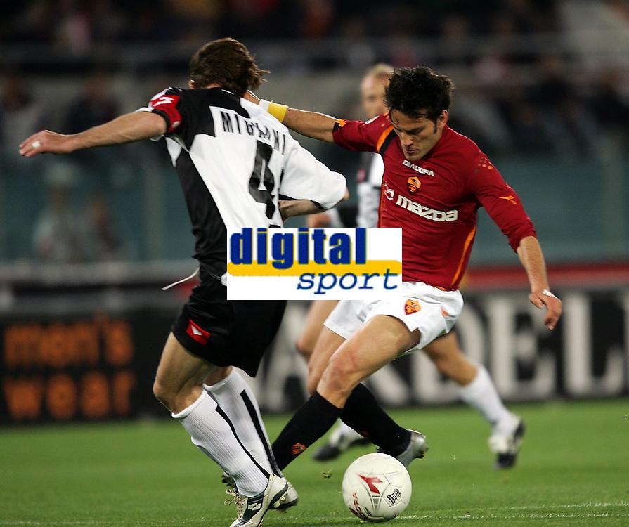 Fotball<br /> Serie A Italia 2004/05<br /> Roma v Siena<br /> 20. april 2005<br /> Foto: Digitalsport<br /> NORWAY ONLY<br /> montella e mignani
