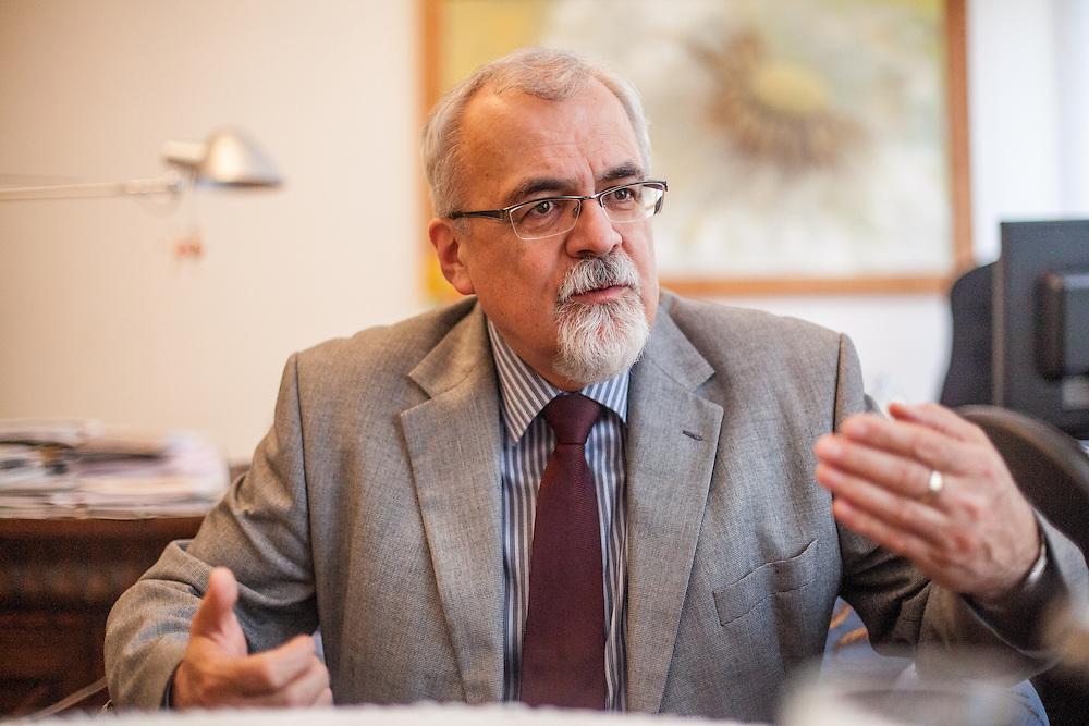 Pfr. Joel Ruml, Synodalsenior <br /> der Ev. Kirche der Böhmischen Brüder in seinem Büro in Prag.