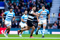 Damian de Allende of Barbarians passes the ball - Mandatory by-line: Robbie Stephenson/JMP - 01/12/2018 - RUGBY - Twickenham Stadium - London, England - Barbarians v Argentina - Killick Cup