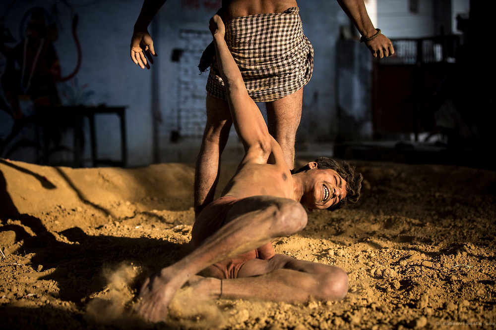 Kushti wrestlers fighting. Varanasi, India