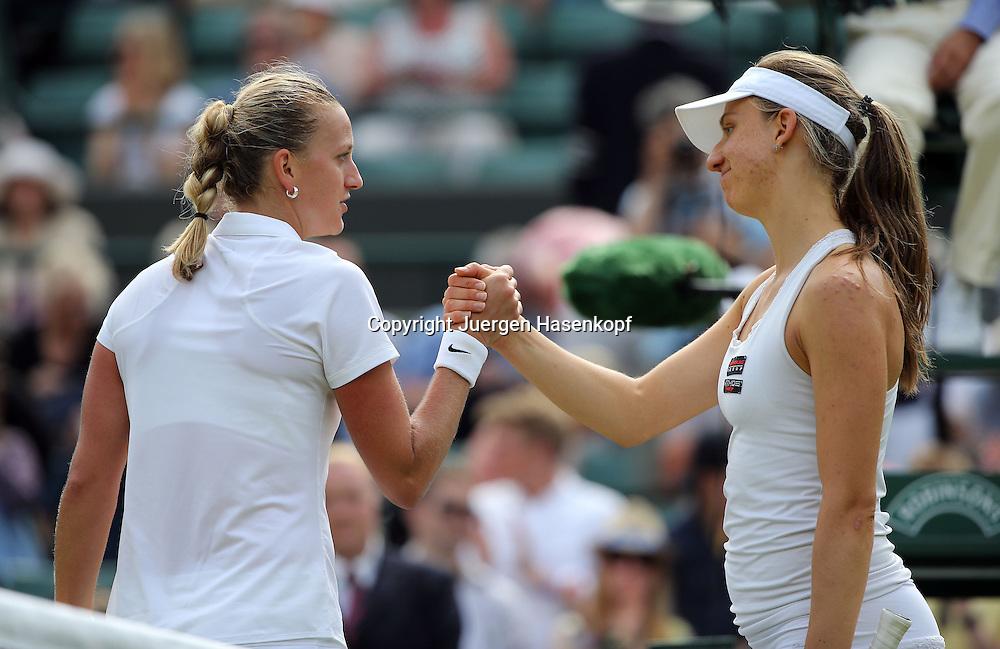 Wimbledon Championships 2014, AELTC,London,<br /> ITF Grand Slam Tennis Tournament,<br /> R-L. Mona Barthel (GER) gratuliert der Siegerin Petra Kvitova  (CZE) am Netz,<br /> Halbkoerper,Querformat,