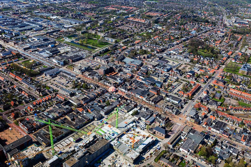 Nederland, Friesland, Gemeente Smallingerland, 01-05-2013; Drachten, centrum. Winkelstraat Moleneind (met tent in het midden) Zuidzijde overgaand in Zuidkade (vlnr) met Torenstraat.  van de foto.<br /> Shopping street Moleneind and shopping  and surroundings in the center of Drachten.<br /> luchtfoto (toeslag op standard tarieven);<br /> aerial photo (additional fee required);<br /> copyright foto/photo Siebe Swart