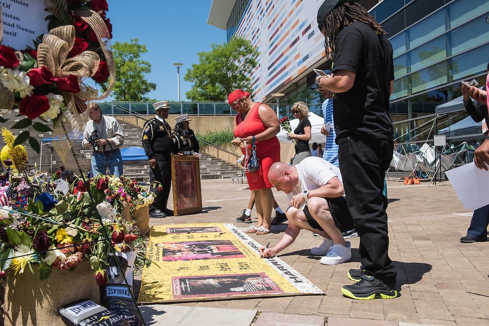 The scene at The Muhammad Ali Center, Thursday, June 9, 2016, in Loiuisville, Ky. (Photo by Brian Bohannon)