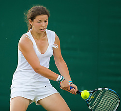 LONDON, ENGLAND - Monday, June 29, 2009: Ilinca Stoica (ROU) during the Girls' Singles 1st Round match on day seven of the Wimbledon Lawn Tennis Championships at the All England Lawn Tennis and Croquet Club. (Pic by David Rawcliffe/Propaganda)